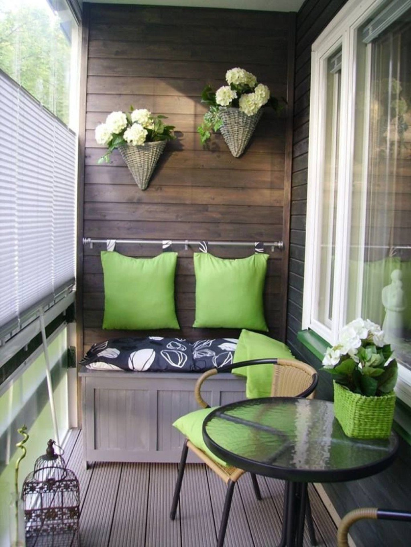 Столик и диван на балконе своими руками